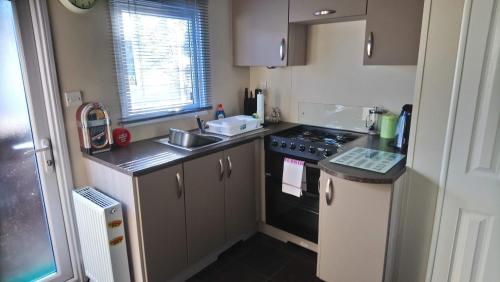 A kitchen or kitchenette at Fairway Coghurst