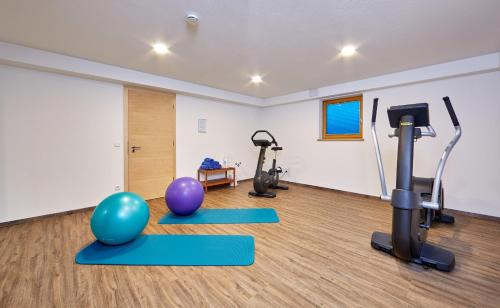 The fitness center and/or fitness facilities at Ferienhaus Alpinissimo