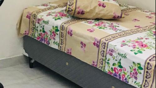 A bed or beds in a room at Salvador Ondına Telles Apartament