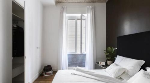 Un ou plusieurs lits dans un hébergement de l'établissement App Leoncino Design Apartment in Rome