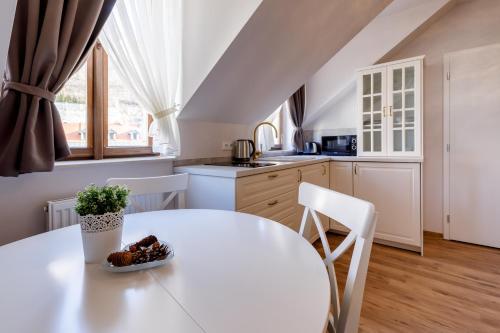 Kuchyň nebo kuchyňský kout v ubytování Apartments Menuet