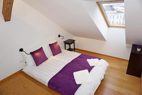 A bed or beds in a room at ❤️ Ljubljana's Heart