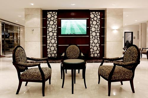 A seating area at Aswar Hotel Suites