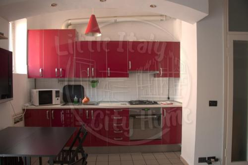 A kitchen or kitchenette at Little Italy City Home