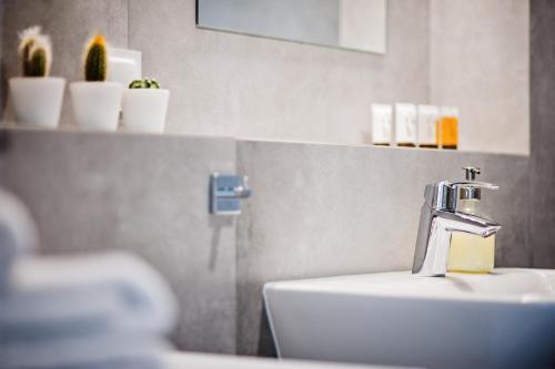 A bathroom at E-Apartamenty Bułgarska