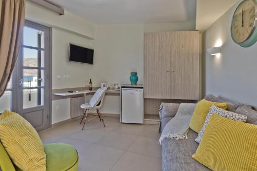 Μια τηλεόραση ή/και κέντρο ψυχαγωγίας στο Nereus Luxurious Suites