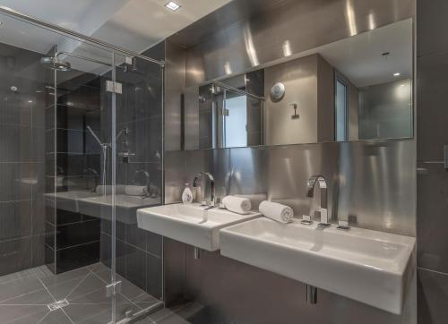 A bathroom at LUXURY CENTRAL DUPLEX WITH TERRACE