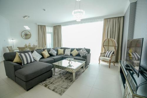 A seating area at Stunning 5* 4BR-Oceanfront-Apartment