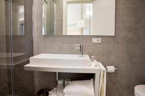 A bathroom at Lungotevere Suite