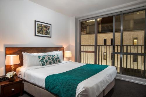 Un ou plusieurs lits dans un hébergement de l'établissement Barclay Suites