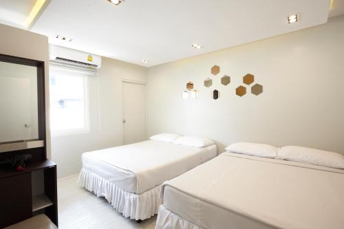 A bed or beds in a room at Good Start Apartment