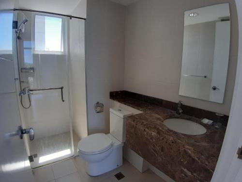 A bathroom at Marco Polo Flats