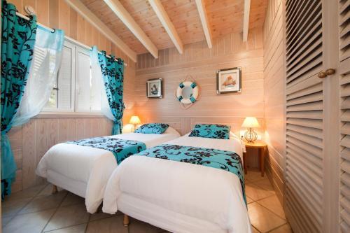 Un ou plusieurs lits dans un hébergement de l'établissement Villa Le Lagon - Vision Luxe