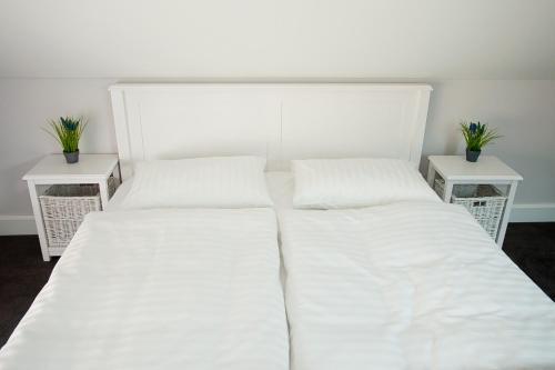 A bed or beds in a room at Apartamenty Górska Legenda