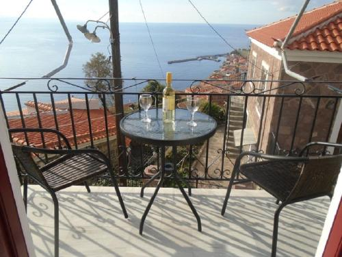 A balcony or terrace at Nianthi Apartments