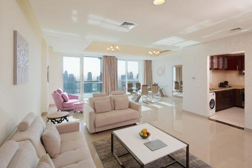 אזור ישיבה ב-Barceló Residences Dubai Marina