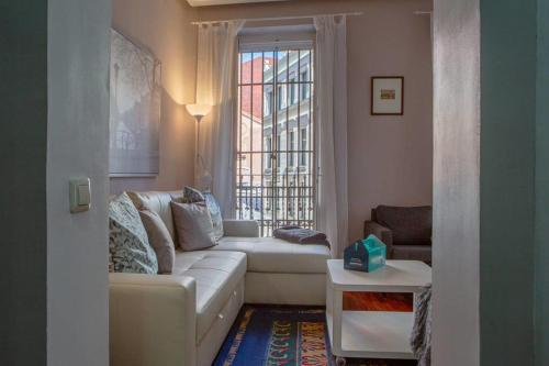 A seating area at Cute and quirky 3bed 2min to tube in Retiro