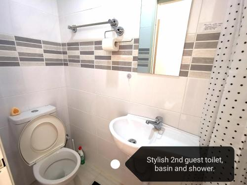 A bathroom at Cosy easy access home near Perth CBD and Fremantle