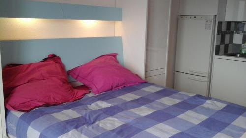A bed or beds in a room at La Sigua