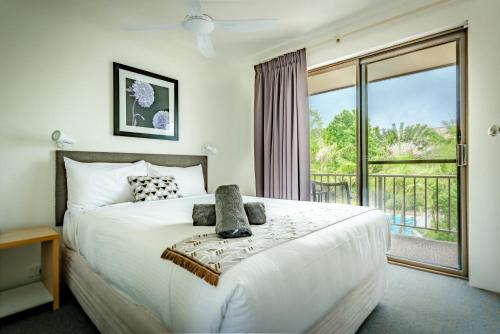 A bed or beds in a room at Coffs Harbour Holiday Apartments