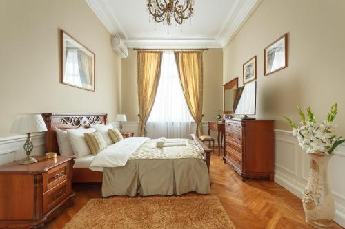 A bed or beds in a room at Kudrinskaya Tower