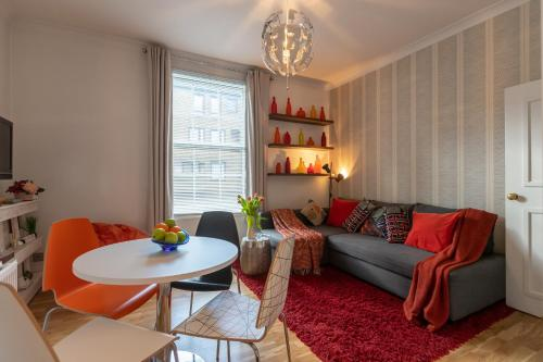 A seating area at Tutti Frutti & Funky Apartments - Covent Garden