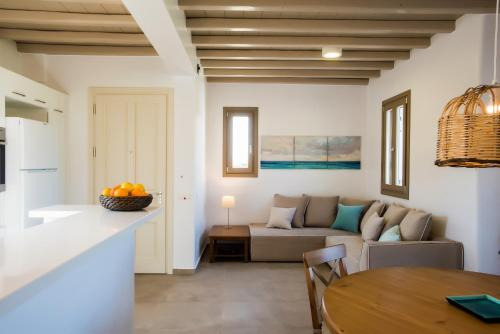 Mykonos Vacation Villa tesisinde bir oturma alanı