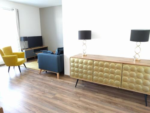 A television and/or entertainment centre at Holiday Apartment Val d'Europe