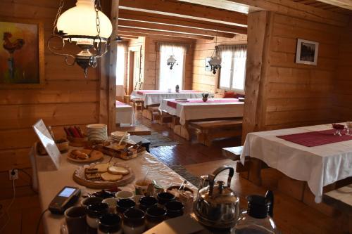 Majoituspaikan Männikkölän Pirtti ravintola tai vastaava paikka