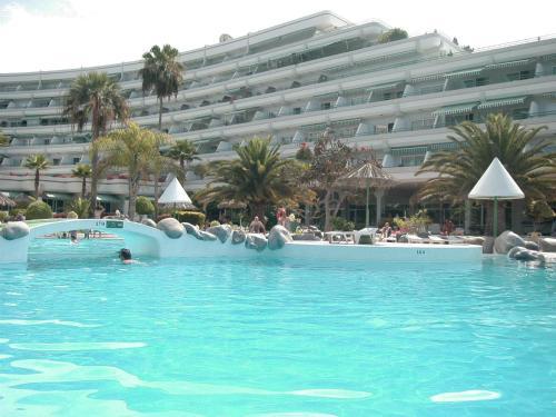 Het zwembad bij of vlak bij El Beril and Altamira apartments