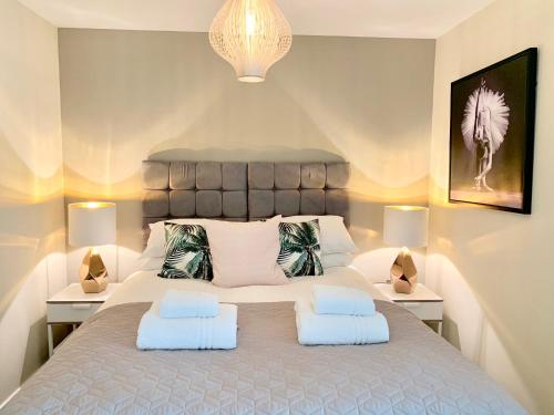 A bed or beds in a room at 931 Marco Island