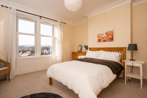 A bed or beds in a room at Historic, City Walls Apartment - Stunning Views