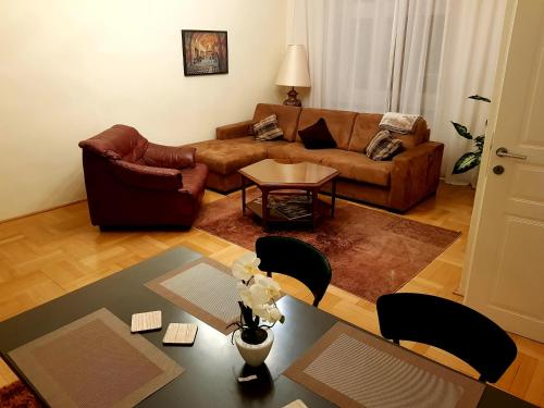 A seating area at Vienna City-Center Apartment