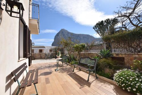 A balcony or terrace at Casa Vacanza Azzurra
