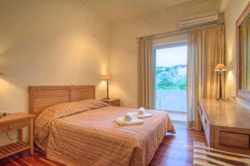 Ένα ή περισσότερα κρεβάτια σε δωμάτιο στο Villa Alkisti & Villa Artemi