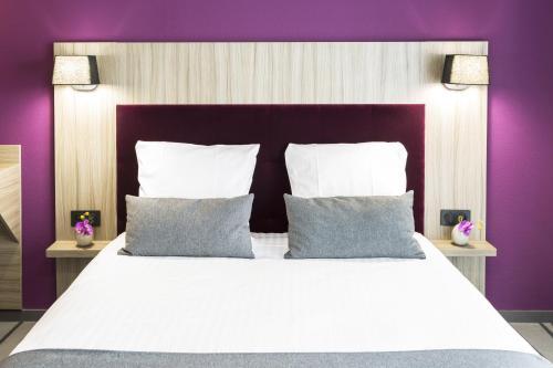 Néméa Appart Hotel Résidence So Cloud tesisinde bir odada yatak veya yataklar