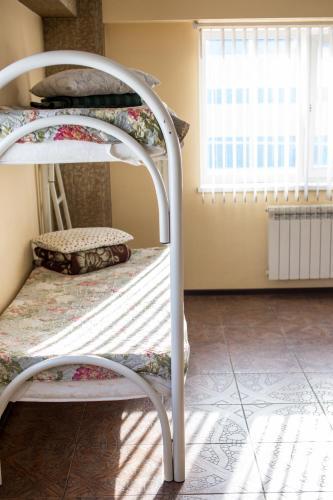 Двухъярусная кровать или двухъярусные кровати в номере Хостел Tranzit