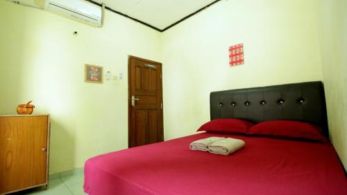 A bed or beds in a room at D'Java Homestay Lempuyangan by The Grand Java