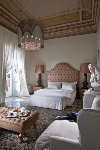 A bed or beds in a room at Seven Rooms Villadorata