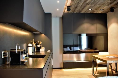 A kitchen or kitchenette at Andermatt Reuss