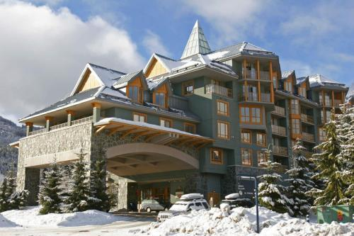 Cascade Lodge by Elevate Real Estate Management during the winter
