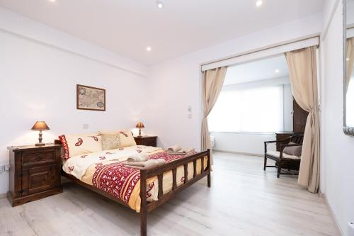 A bed or beds in a room at Townhouse by the sea Pirate Harbor