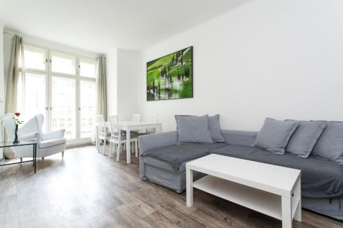 Area tempat duduk di Lovely apartment in the city center