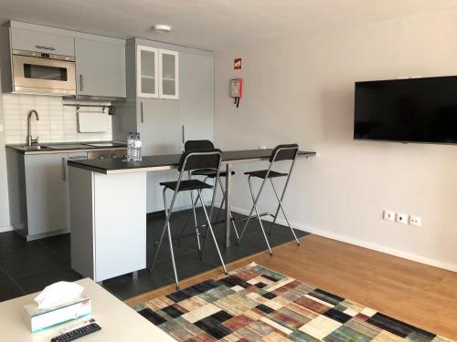A kitchen or kitchenette at Be Oporto Apartments Clérigos