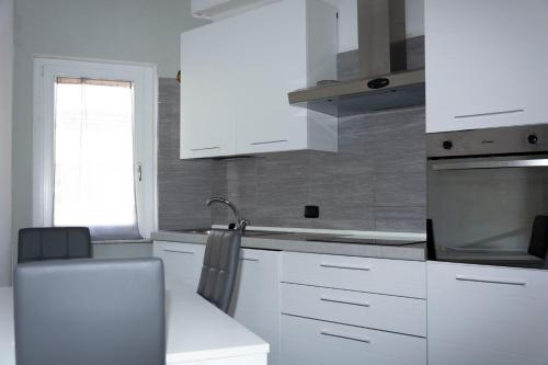 A kitchen or kitchenette at Cagliari View Apartment