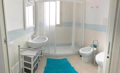A bathroom at Affittimoderni Castelsardo Favola