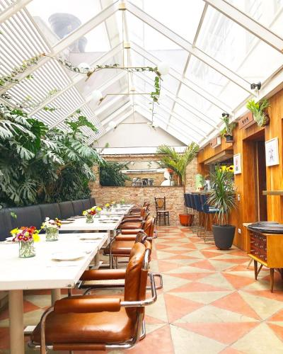 A restaurant or other place to eat at Casa Lelyte