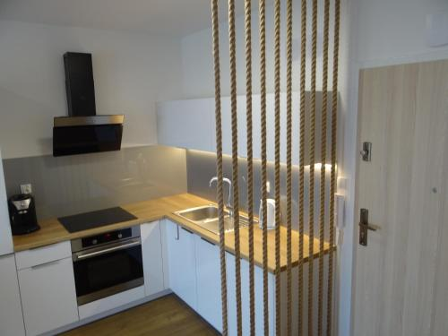 A kitchen or kitchenette at Apartament 402 Kołobrzeg Podczele
