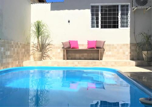 The swimming pool at or near Casa confortável para a família toda