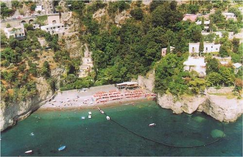 Vista aerea di Villa La Roccia - Arienzo